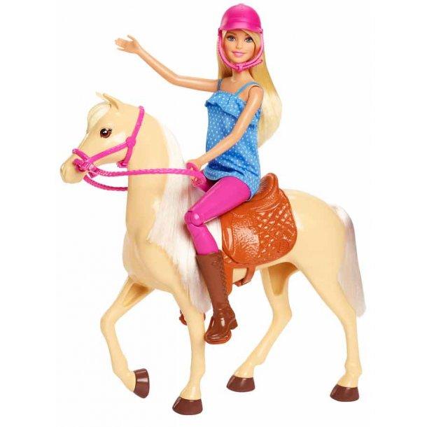 Barbie som rytter med hest