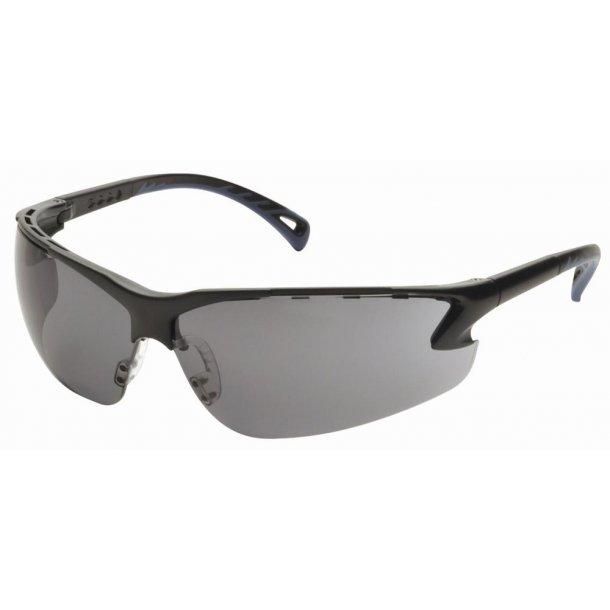 Brille - justerbar Skydebrille i klar sort farve.